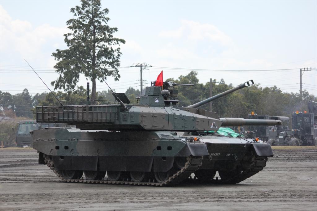 最新鋭の10式戦車出動_29