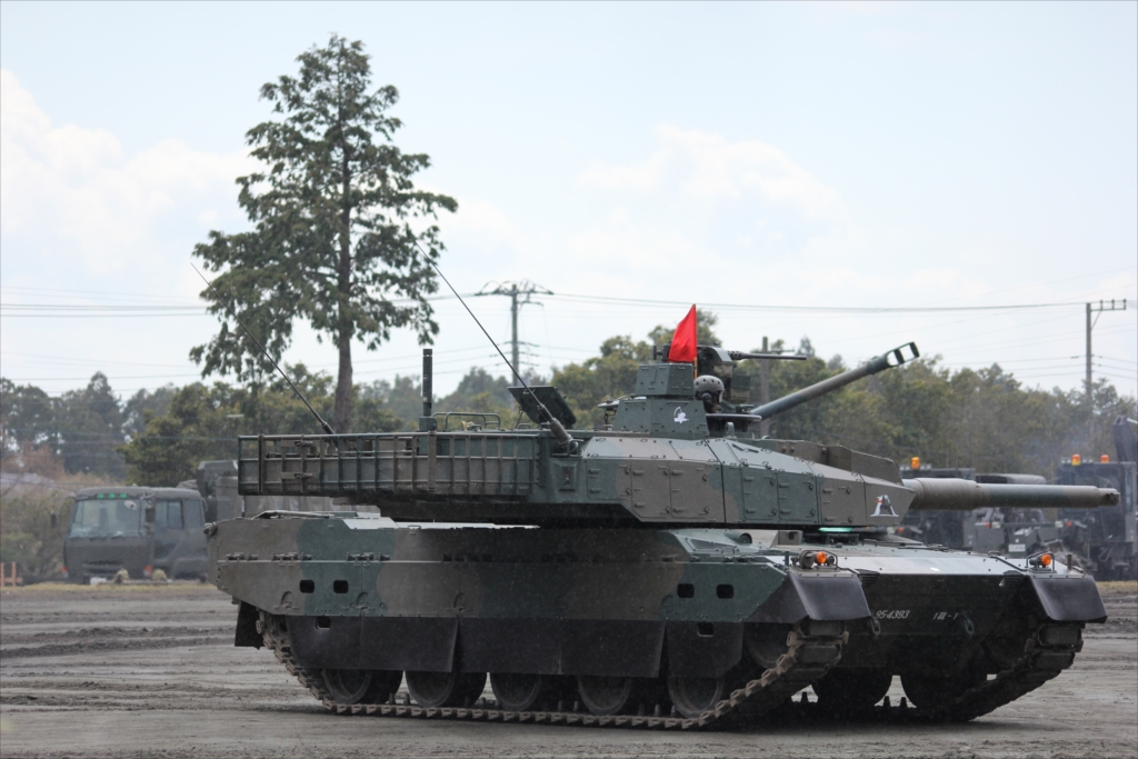 最新鋭の10式戦車出動_30