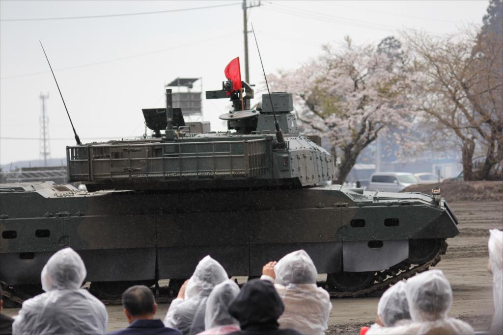 最新鋭の10式戦車出動_33