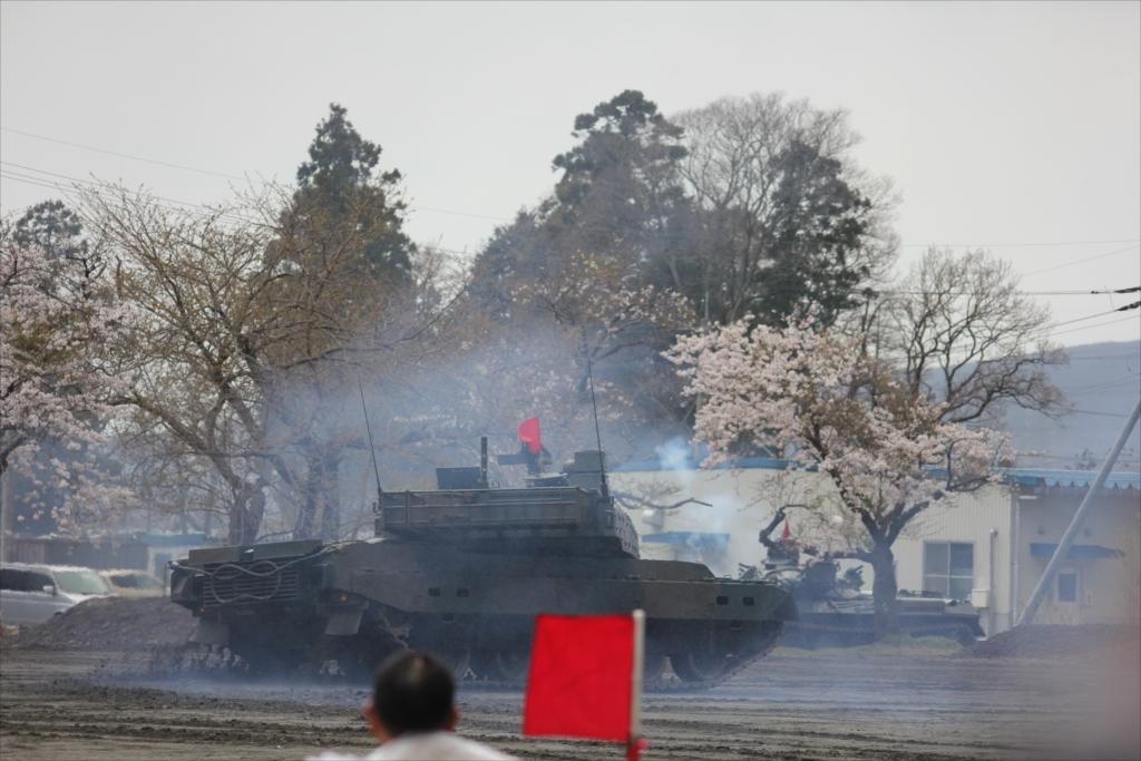 最新鋭の10式戦車出動_39