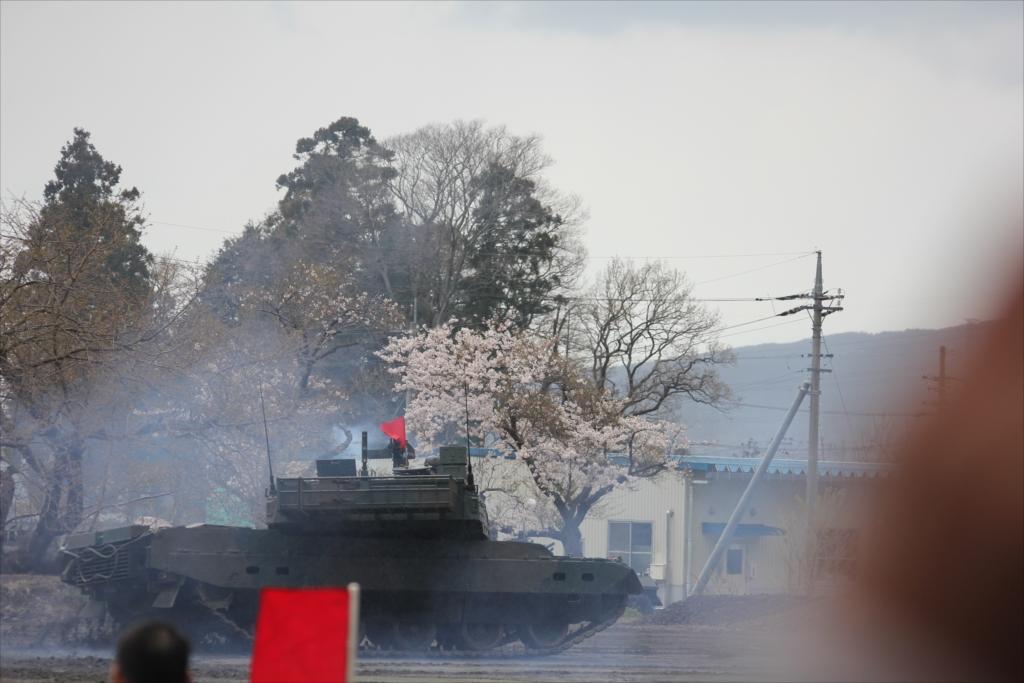 最新鋭の10式戦車出動_41