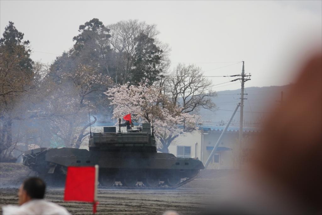 最新鋭の10式戦車出動_42