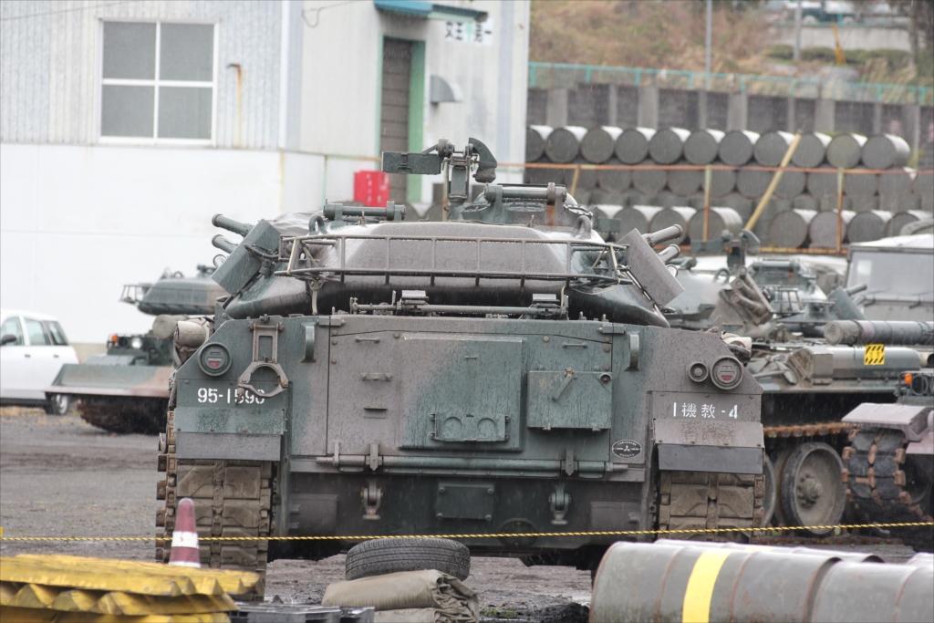 戦車がごく普通に駐車してあった_1
