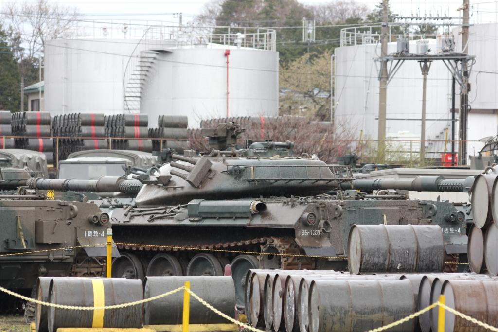 戦車がごく普通に駐車してあった_3