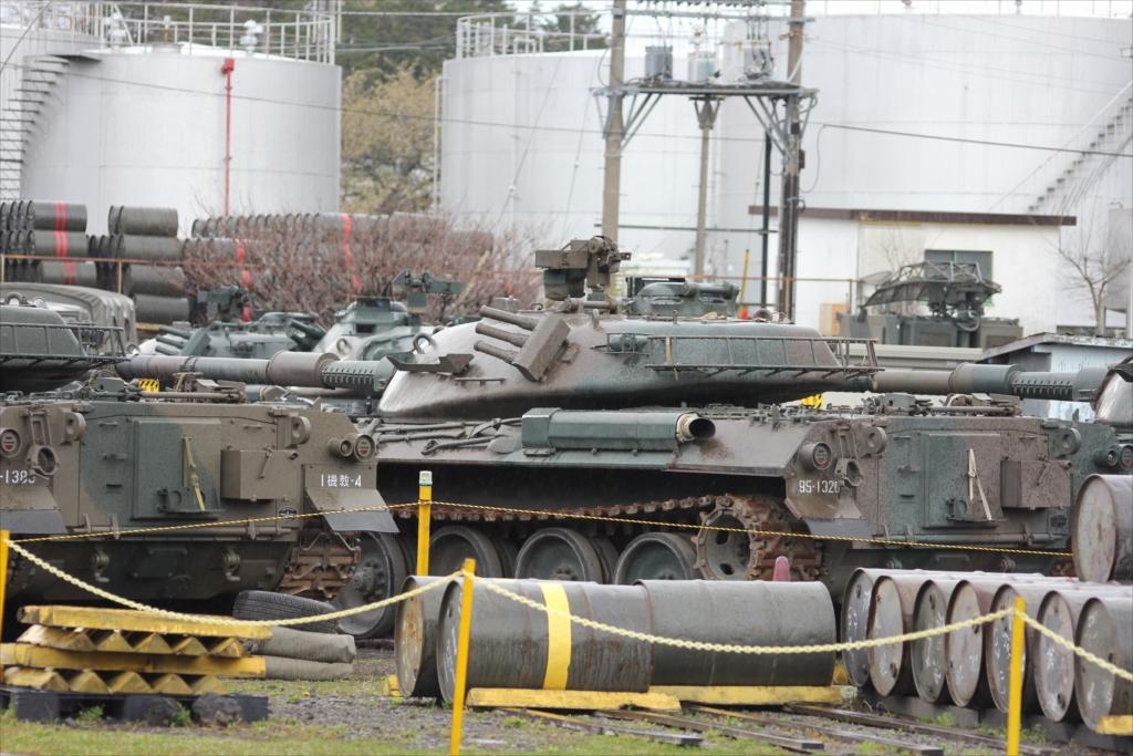 戦車がごく普通に駐車してあった_4