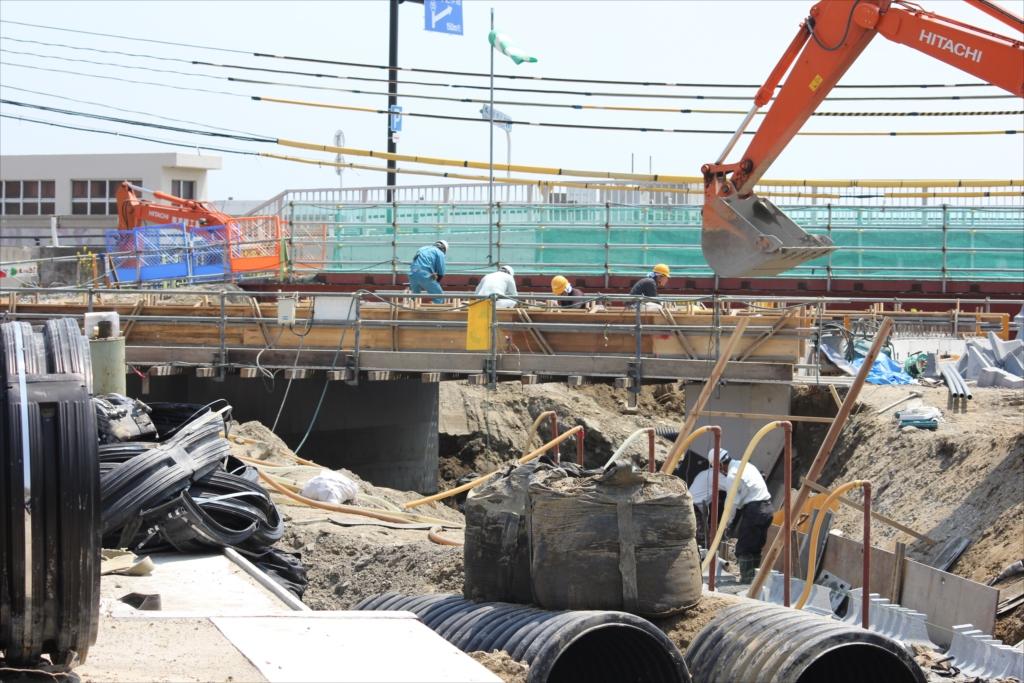 母校前の橋は漸く修復中_2