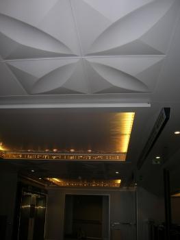天井のライト 黄色(船の中央)