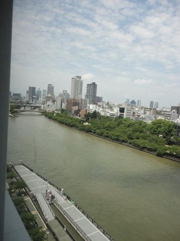 天満橋で大川を西寄りの眺め