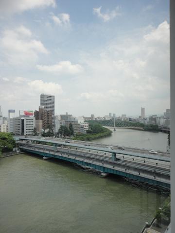 天満橋で大川を東寄りの眺め