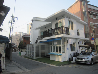 泊まったホテル横カフェ