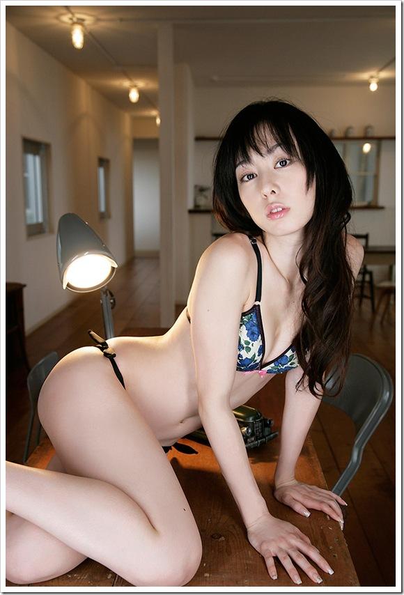 【秋山莉奈(グラビア)】お宝美乳おっぱい美尻