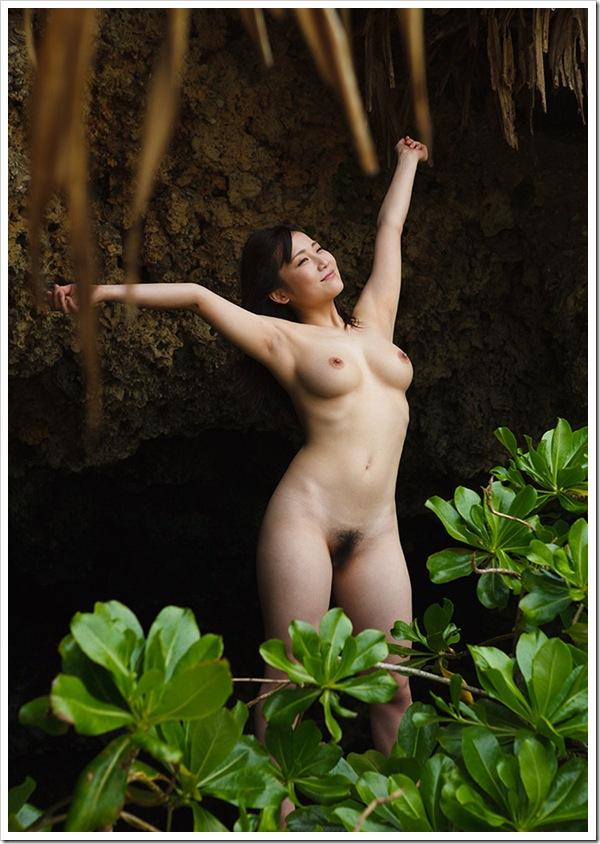 目の前に全裸おっぱいヌードの美人