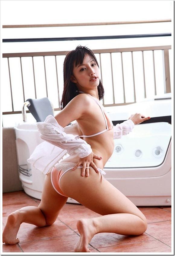 【青山ローラ(女優)】お宝美乳おっぱいビキニ水着