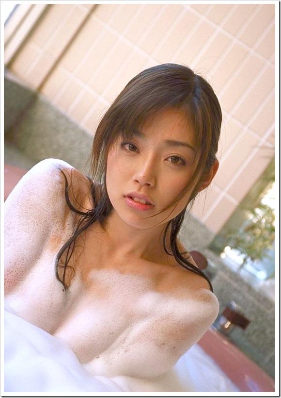【泡いっぱいの美乳】お風呂で全裸ヌード洗体