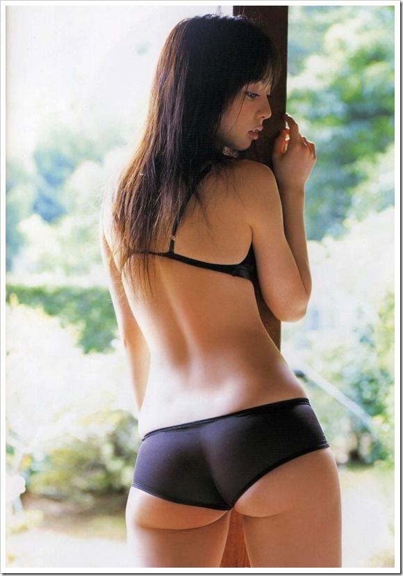 【彼女の全裸の背中】お宝だ着替え中の後ろ姿