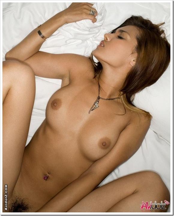 【小麦色な美乳】ギャル系OLの全裸ヌード