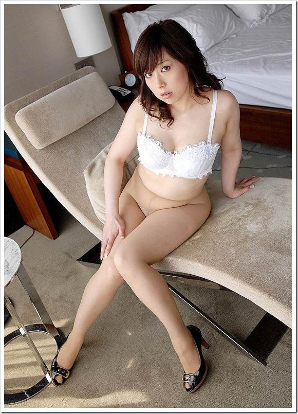 【熟女系奥様】母性愛いっぱいの全裸ヌード
