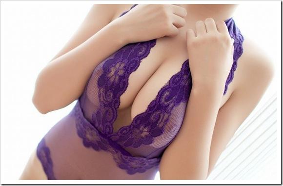 【彼女の寄せ乳】全裸ヌードで美乳