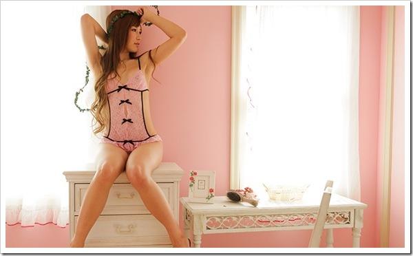 ピンクの下着から美乳おっぱいや桃尻