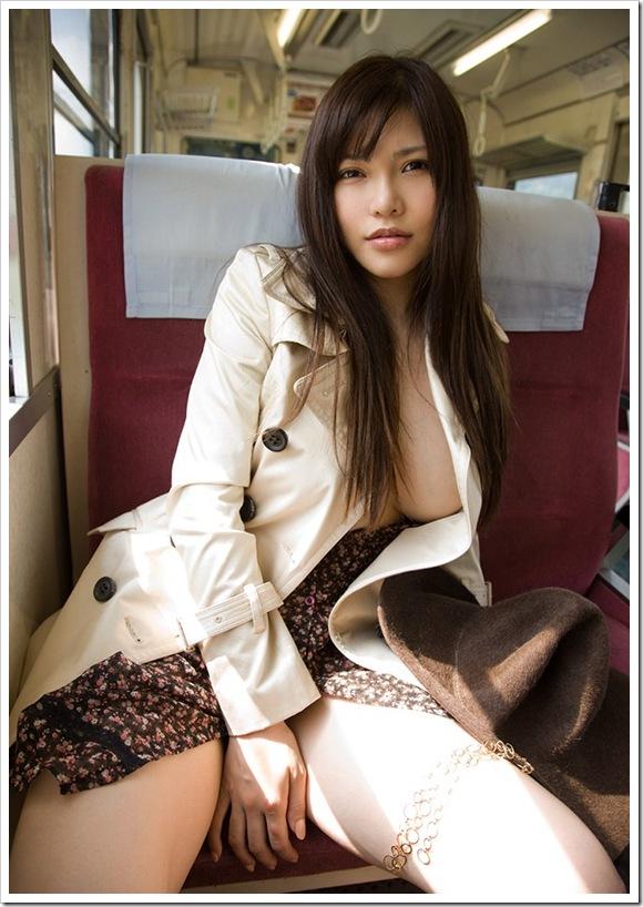 【沖田杏梨(女優)】お宝電車内で巨乳おっぱい