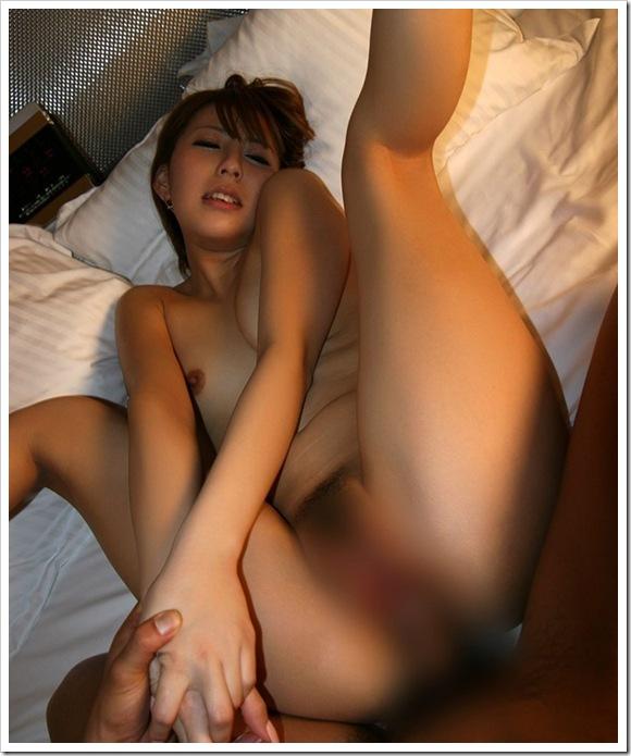 【正常位・騎乗位】女性も性欲増すと電マやフェラ