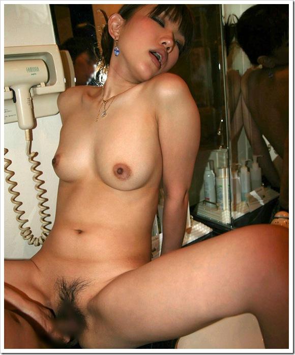 【性交】淫乱娘が電マで乳首やクリ刺激