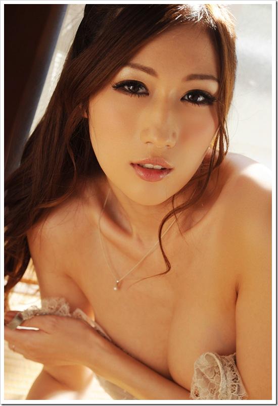 【JULIA】Jカップ美巨乳のお宝下着おっぱいグラマラスヌード着エロ画像・ジュリア先生動画