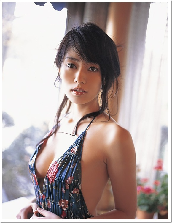【谷桃子(グラビア)】お宝セクシーハミ乳巨乳