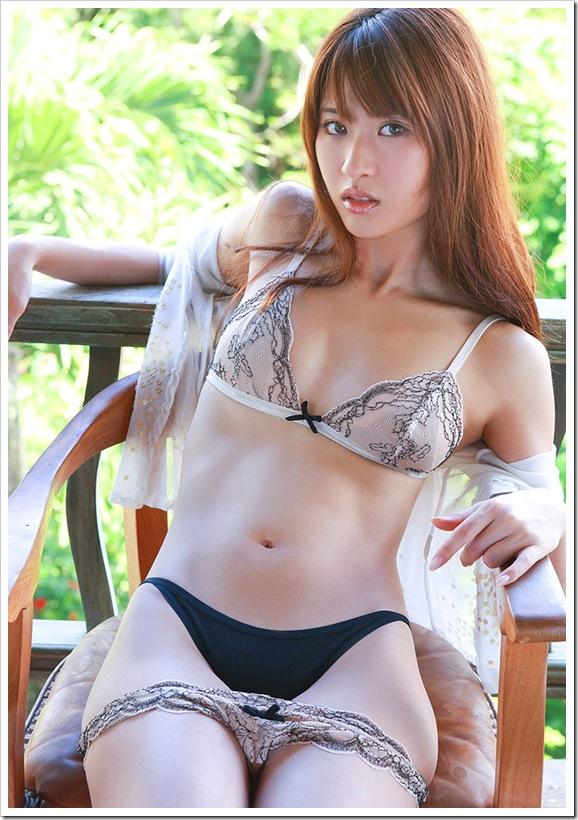 【山口沙紀(グラビア)】お宝美乳透明感おっぱいビキニ