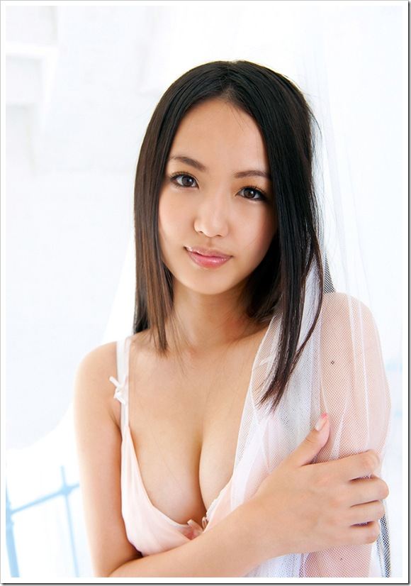 【間宮夕貴(グラビア)】お宝純白下着の巨乳