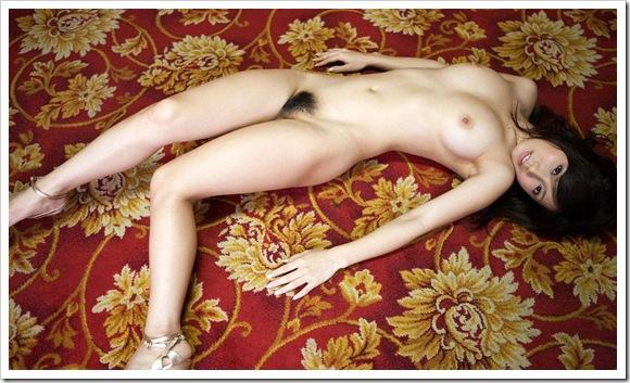 【ギャルの曲線美】美肌色白全裸ヌードでセクシー乳首