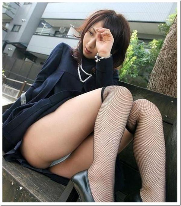M字開脚 パンチラ 淫乱娘 マン毛 おまんこ