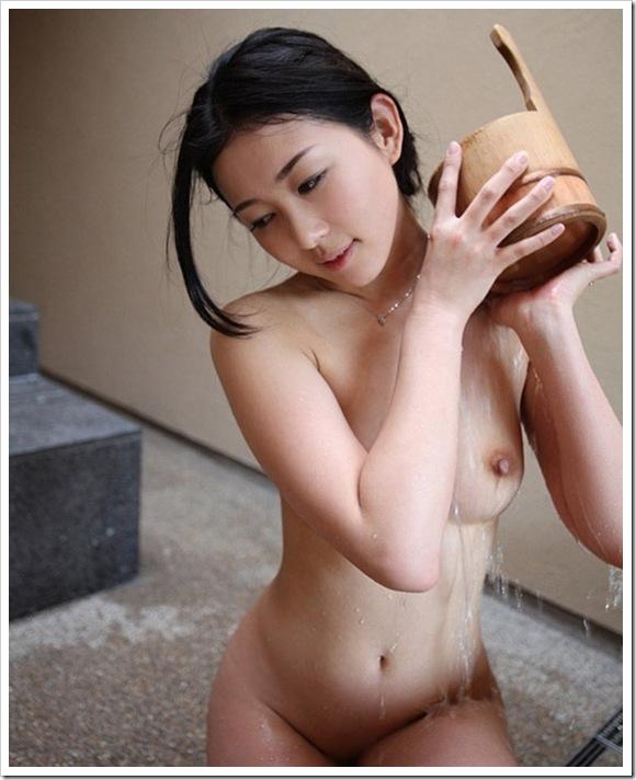 【若妻】お宝温泉へ美乳おっぱい人妻