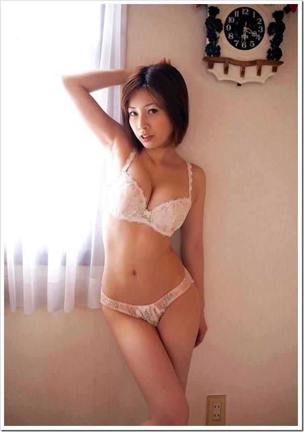 【奥田咲(女優)】ぷっくり乳輪のやわらかおっぱい