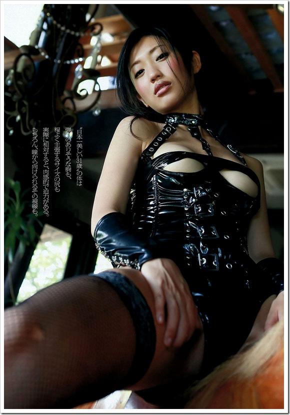 【ボンテージ】美乳おっぱい桃尻な体をキュッ