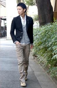 白シャツ×カーディガン×ジャケット