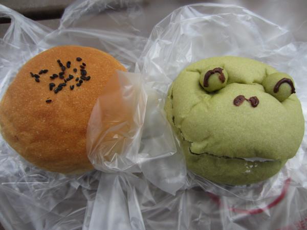 関西系フードアナリストけいたろうのぶらぶらブログ-クリーム入りカエルさんパン