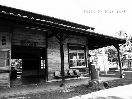 油須原駅-モノクロ