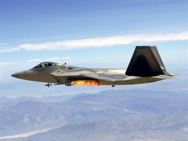 F-22_Raptor_fighter_wallpaper_11_medium.jpg