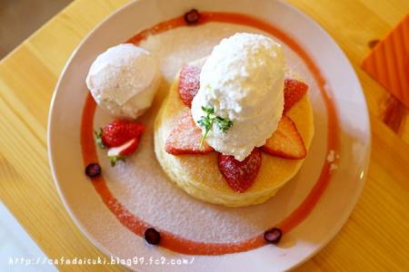 森のvoivoi◇塩生クリームと、完熟苺のパンケーキ