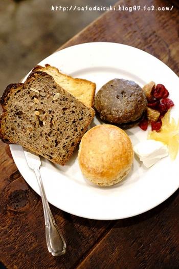 Bakery & Cafe Restaurant MUSUI◇2種のスコーン サワークリーム添え
