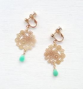 w20140530お花と天然石のイヤリング