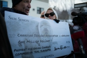 Sam-Simon-and-Pamela-Anderson-with-Million-Dollar-Check1-1024x683.jpg