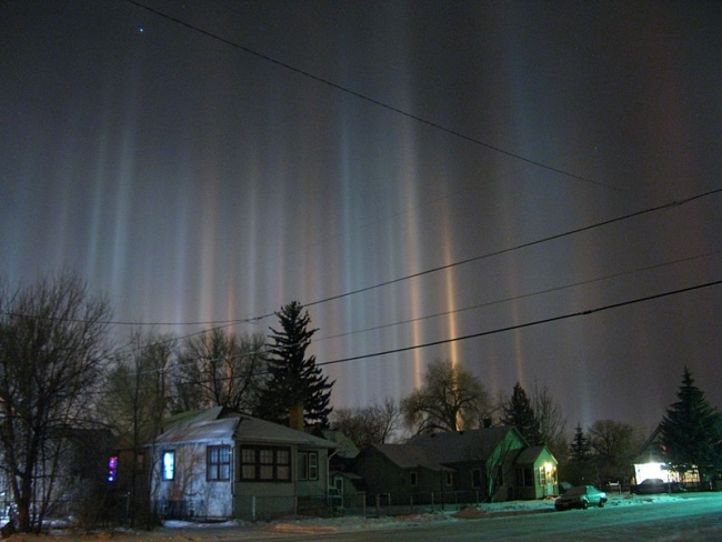 800px-Light_pillars_over_Laramie_Wyoming_in_winter_night.jpg