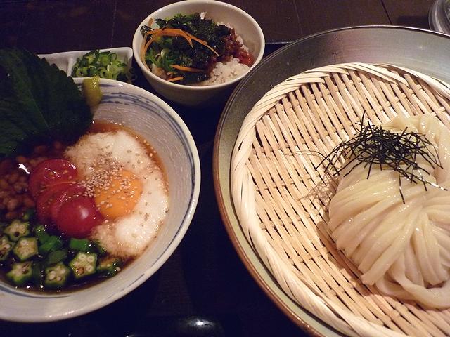 夏のねばトロつけざる udon