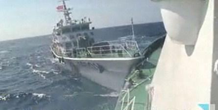 ベトナム船に体当たりしてくる中国船