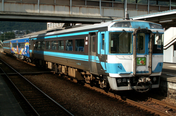 JR四国 キハ185系 剣山