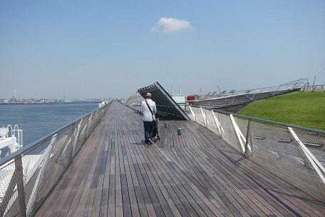 誰も居ない大桟橋
