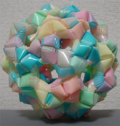 菱玉でくす玉 サッカーボール型