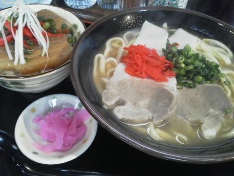 沖縄そばと三枚肉丼ハーフ